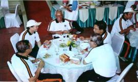 Gambar 3. Bincang-bincang Dirjen Postel dengan para mantan pejabat eselon I dan II Ditjen Postel