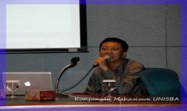 Kepala Subbagian Pengolahan Data, Bpk. Yessi Arnaz Ferari memberikan paparan dalam acara kunjungan mahasiswa UNISBA