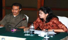 Sekditjen SDPPI dan nara sumber sedang menyimak pertanyaan dari peserta workshop