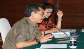 Pemaparan tentang penyusunan penetapan kinerja oleh Bapak Devi Ananta (Kabid Pemantau dan Evaluasi Akuntabilitas Kinerja Aparatur Lembaga)