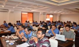 Para peserta sedang menyimak pemaparan Bimbingan Teknis Penataan Sistem Manajemen SDM Aparatur dalam Rangka Analisis Jabatan