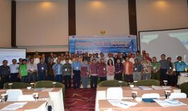 Foto bersama Narasumber, Peserta dan Panitia Konsultasi Publik dan Workshop Manajemen SDPPI di Wilayah Palu