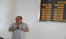 Direktur Operasi Sumber Daya (Bapak Rachmat Widayana) sedang memberikan paparan Penyusunan Program dan Anggaran tahun 2015, Evaluasi Kinerja dan Realisasi Anggaran Tahun 2014yang ada di Direktorat Operasi Sumber Daya