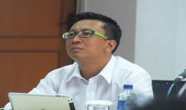 Kasubag Pengolahan Data, Bapak Yessi Arnaz F. menyampaikan pandangannya terkait penyusunan Data Statistik Ditjen SDPPI Semester 2 tahun 2014