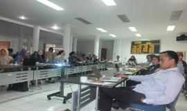 Peserta rapat dari masing-masing unit kerja menyimak arahan narasumber terkait penyusunan Data Statistik Ditjen SDPPI Semester 2 Tahun 2014