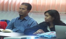 Perwakilan dari Pusat Data dan Sarana Informatika, Setjen Kemkominfo, Ibu Retno (kanan) dan dari BPS, Bapak Tedjo (kiri), juga memberikan beberapa masukankan serta mendiskusikan materi yang diusulkan dalam Data Statistik Ditjen SDPPI Semester 2 Tahun 2014