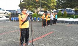 Dirjen SDPPI, Ismail  memberi sambutan pada acara silaturahmi Idul Fitri  1438 H (4/7).  Atas nama pimpinan Dirjen SDPPI menyampaikan permohonan maaf kepada segenap pegawai Ditjen SDPPI.