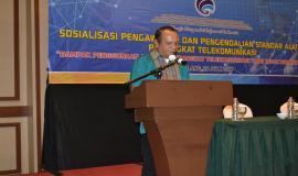 Kasi Monitoring PPI, Direktorat Pengendalian SDPPI, Apul Robert saat menyampaikan laporan penyelenggaraan kegiatan Sosialisasi Pengawasan Pengendalian Perangkat Telekomunikasi (20/7). Sasaran sosialisasi adalah para pelajar dari 10 sekolah di Kota Malang.