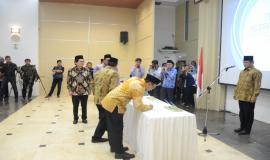 Penandatanganan Berita Acara secara simbolis diwakili oleh Dwi Handoko selaku Direktur Operasi Sumber Daya dan Benyamin Sura yang menjabat Direktur Pita Lebar