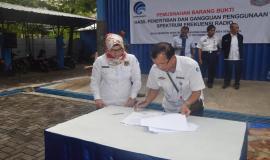 Penandatanganan Berkas Barang Sitaan Hasil Operasi Penertiban yang harus di musnahkan oleh Kepala Balmon Semarang
