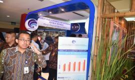 Stan Pameran Kementerian Komunikasi dan Informatika Republik Indonesia di padati Pengunjung
