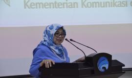 Sekjen Kemkominfo, Farida Dwi Cahyarini menyampaikan laporan kegiatan pada acara Pelepasan Purnabhakti  di Ruang Serbaguna Roeslan Abdulghanni Kemkominfo di Jakarta, Rabu (28/2).