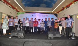 Foto bersama peserta Manado PPI Expo 2018 dan perwakilan tamu undangan yang hadir.