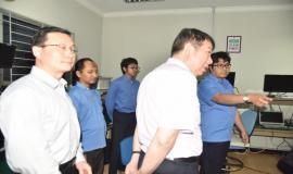 Petugas Laboratrium (BBPPT) menjelaskan kepada Tamu dari China terkait dengan Alat Penguji dan Fungsinya