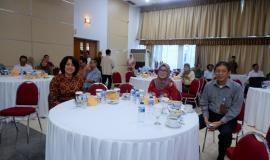 Dirjen IKP R. Niken Widiastuti, Sekjen Kemkominfo Farida Dwi Cahyarini, Ka Biro Kepegawaian dan Organisasi Cecep Ahmed Feisal di sela acara pelepasan purnabhakti.