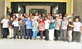 Foto Bersama  Kasubdit Pengendalian PPI (Tengah) dan  Ka.UPT di seluruh wilayah Indonesia