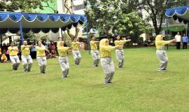 Aksi Tim Senam SDPPI saat mengikuti kegiatan lomba Hari Kartini 2018