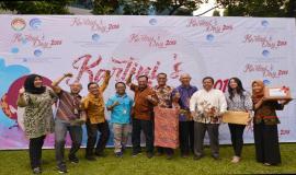 Foto bersama Tim SDPPI dalam acara puncak penyerahan hadiah pada peringatan Hari Kartini (20/4).