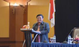 Sesditjen SDPPI Sadjan menyampaikan paparan dalam acara Evaluasi dan Monitoring Capaian Kinerja dan Anggaran Ditjen SDPPI Triwulan I 2018 (4/5/18).