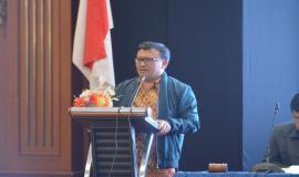 Direktur Operasi Sumber Daya Ditjen SDPPI Dwi Handoko menyampaikan paparan pada acara Evaluasi dan Monitoring Capaian Kinerja dan Anggaran Ditjen SDPPI Triwulan I 2018 (4/5/18).