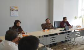 Direktur Operasi Sumber Daya Ditjen SDPPI Dwi Handoko menyambut kedatangan kunjungan kerja anggota DPRD Salatiga (8/5/18).