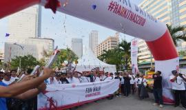 Para peserta FUN WALK berada di posisi start dalam acara peringatan Hari Kebangkitan Nasional (Harkitnas) (13/5).