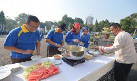 Makan bersama dalam rangkaian acara Halal bihalal Ditjen SDPPI (15/5).