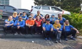 Dirjen SDPPI Ismail foto bersama dengan para direktur dan pejabat di lingkungan Ditjen SDPPI pada acara Halal Bihalal Ditjen SDPPI (15/5).