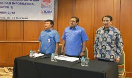 Dirjen SDPPI Ismail beserta Sesditjen SDPPI Sadjan dan Pendiri Quantum HRM Internasional menyanyikan lagu Indonesia Raya bersama peserta Pelatihan Manajemen Survival di Jakarta (16/5).