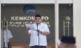 Dirjen SDPPI Ismail membacakan sambutan Menkominfo Rudiantara pada peringatan Hari Kebangkitan Nasional pada Upacara Peringatan Hari Kebangkitan Nasional yang ke-110 di halaman kantor Balai Monitor Spektrum Frekuensi Radio Kelas I Bandung, Jawa Barat, Senin (21/5).