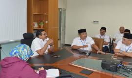 Diskusi seusai upacara yang dipimpin langsung oleh Dirjen SDPPI Ismail pada Upacara Peringatan Hari Kebangkitan Nasional yang ke-110 di halaman kantor Balai Monitor Spektrum Frekuensi Radio Kelas I Bandung, Jawa Barat, Senin (21/5).