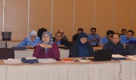 Plt. Direktur Pengendalian Nurhaedah memberikan arahan pada acara FGD (23/5).