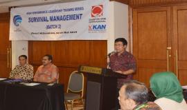 Sesditjen SDPPI Sadjan memberikan laporan kepada Dirjen SDPPI Ismail pada Pelatihan Manajemen Survival (Batch 2) (24/5).