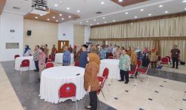 Tamu dan undangan beserta purnabhakti menyanyikan bersama lagu Indonesia Raya (31/5).