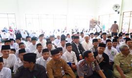 Menteri Komunikasi dan Informatika (Rudiantara) dan Pengasuh Pondok Pesantren Al Mumtaz besama Wakil Bupati beserta anggotanya (21/5) Gunung Kidul Jogjakarta.