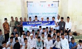 Foto bersama Menteri Komunikasi dan Informatika (Rudiantara) tengah dan Pengasuh Pondok Pesantren AL Mumtaz (21/5) Kab. Gunung Kidul Jogjakarta