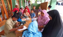 Tim Medis dari Kementerian Komunikasi dan Informatika dibantu dari petugas kesehatan Kab. Gunung Kidul sedang melukan pendataan (21/5) 2018