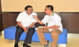Wartawan Radio Elsinta sedang mewancarai Dirjen SDPPI (Ismail) Jelaskan kenapa perangkat telekomunikasi harus bersertifikasi