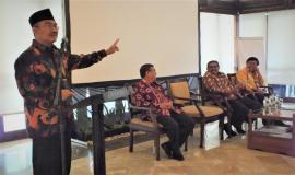 Prof Dr. Jimly Asshiddiqie Saat memberikan Kuliah Umum Kepada Peserta Training Legislative Drafting 16/8 2018