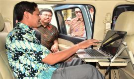Petugas Mobil Monitoring dari Balmon Jogjakarta menjelaskan terkait dengan alat perangkat yang di pergunakan selama melakukan penertiban prekuensi radio 24/8 2018