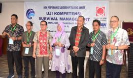 Kelompok II (dua) Peserta Pelatihan Uji Kompetensi Survival Management Ahli Analisis Organisasi dan SDM yang mendapat predikat terkompak 31/8 2018