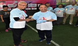 Penyerahan Kaos Tim Futsal dari Ketua Pelaksana Hari Bhakti Postel 2018,Gilarsi kepada Sesditjen SDPPI (R.Susanto) sebagai pertanda dimulainya turnamen