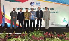 Foto Bersama Dirjen SDPPI (Ismail) dan Direktur Standardisasi (Moch. Hadiyana) bersama Narasumber ITU Regional Bandung 25-28/9 2018