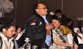 Peserta Pelatihan ITU Regional Bandung Rudi Purwanto dari Excel memberikan pertanyaan kepada Narasumber terkait dengan Prokteksi Perangkat sebagai jaminan tidak menyebabkan gangguan bisnis terhadap penyelenggara saat ini