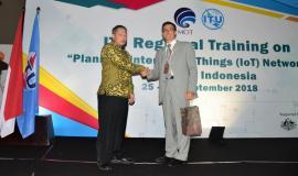Direktur Standardisasi (Moch.Hadiyana) Bersama Narasumber Pelatihan ITU Regional Bandung 25/9 2018