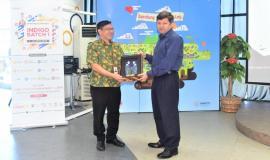 Foto Bersama Johannes Adi Purnama Putra (Management Of Incubation Management) Telkom dengan Syed Ismail Shah Perwakilan ITU   28/9 2018