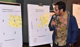 Staf Direktur Standardisasi (PPI)  mempresentasikan stakeholders mapping dalam acara workshop penyusunan strategi komunikasi 12/10