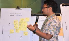 Nixon Jeffy Staf Direktorat Pengendalian SDPPI,mempresentasikan stakeholders mapping dalam acara workshop penyusunan strategi komunikasi 12/10  2018