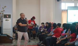 Kasubdit Penataan Alokasi Spektrum Dinas Tetap dan Bergerak Darat SDPPI Aryo Pamoragung saat menjadi narasumber pada kegiatan Frequency Goes to Campus (13/9).