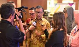 Direktur Operasi Sumber Daya dan Perangkat Pos dan Informatika (Dwi Handoko} sedang memberikan penjelasan kepada Media terkait dengan FGD